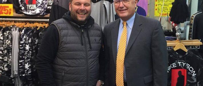 Nieuwe ambassadeur VS bezoekt Haagse Markt