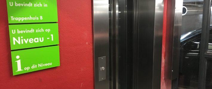 Goed nieuws! De lift in de parkeergarage is totaal vernieuwd!
